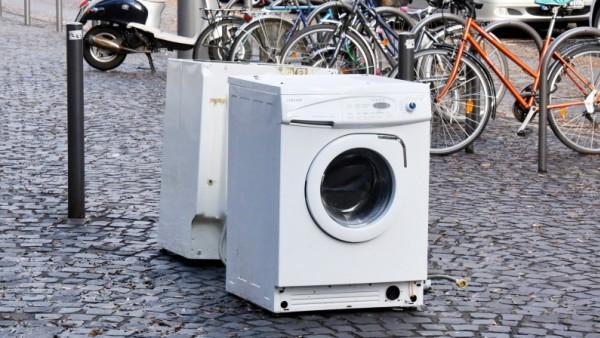 alte Waschmaschinen stehen auf einem Platz in Köln aufgenommen am 20 11 2016 in Köln