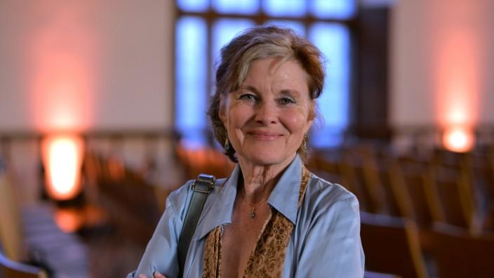 """Was wurde aus ...: Bettina Kenter-Götte arbeitete Jahrzehnte als Schauspielerin. Dann wurde sie krankheitsbedingt Hartz-IV-Empfängerin. In ihrem Buch """"Heart's Fear"""" erhebt sie die Stimme gegen den """"harzgrausigen Sozialabbau""""."""