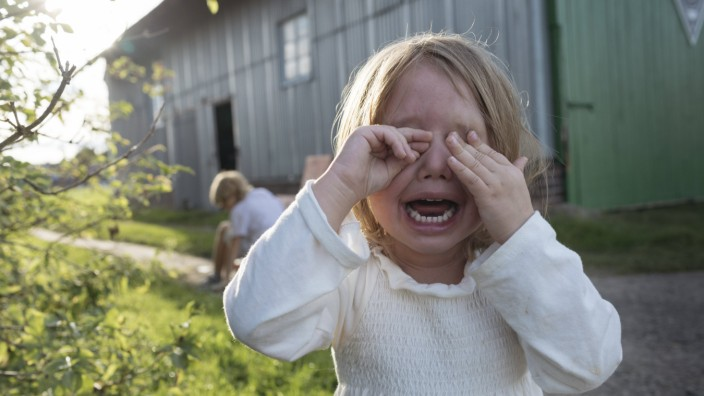 Portrait of screaming little girl covering eyes with her hands model released Symbolfoto PUBLICATION