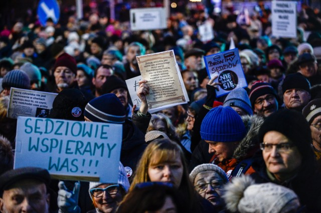 Poles Protest Changes To Constitutional Court