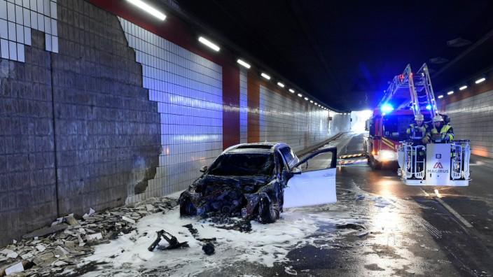 Autobrand im Tunnel an der Landshuter Allee in München