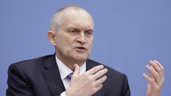 Prof. Christoph M. Schmidt, Vorsitzender des Sachverstaendigenrates, PK zu Vorstellung des Jahresgutachtens 2019 / 2020
