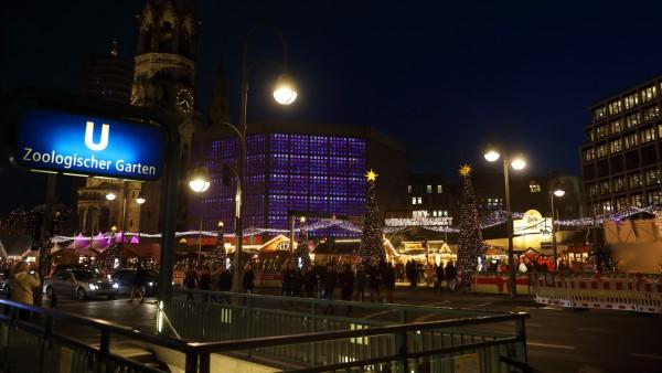 Weihnachtsmarkt an der Kaiser-Wilhelm-Gedächtniskirche - GER, Germany, Deutschland, Berlin, 05.12.2019 - Zum 36. Mal jäh