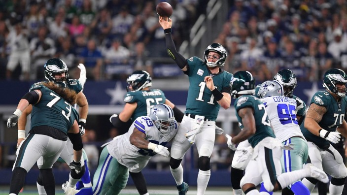 October 20, 2019: Philadelphia Eagles quarterback Carson Wentz (11) passes the ball during the first half of an NFL, Ame; Cowboys eagles
