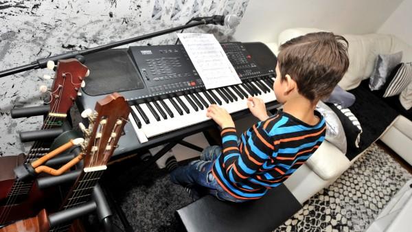 Gauting: SZ Adventskalender Klavieruntterricht für Endi