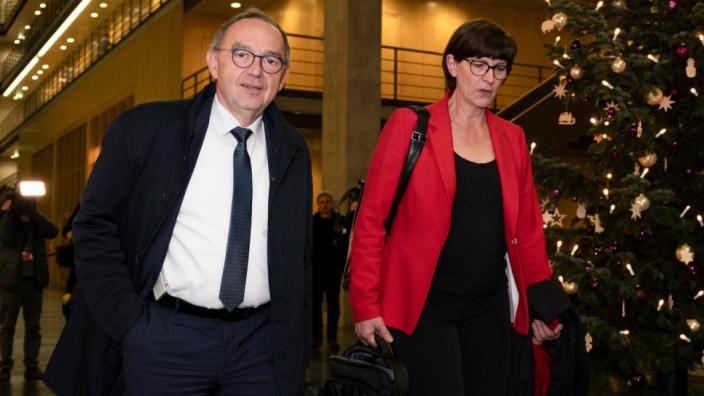 SPD-Parteivorsitzende Norbert Walter-Borjans und Saskia Esken