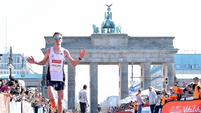 07 04 2019 xlakx Leichtathletik Marathon Berliner Halbmarathon 2019 emspor v l deutscher Laeuf; Leichtathletik - Marathon - Philipp Pflieger