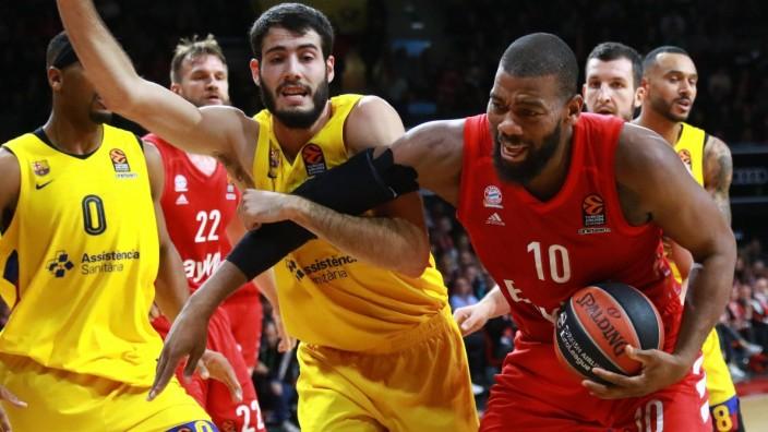 Greg Monroe (re.) (FC Bayern) gegen Nikola Mirotic FC Barcelona, Barca / Basketball / Euroleague / FC Bayern Basketball