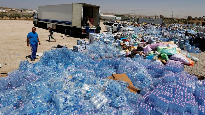 Humanitarian aid is prepared to be delivered to Syria, in the town of Ramtha