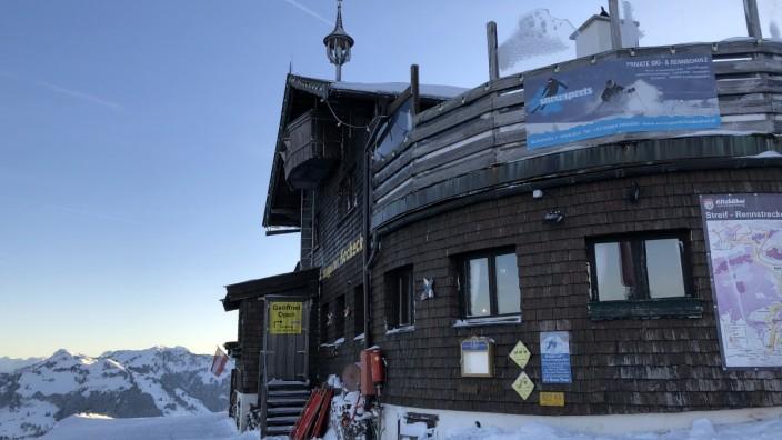 Hocheckhütte Hahnenkamm Streif Berghütte Kitzbühel Tirol Österreich Skigebiet Skihütte