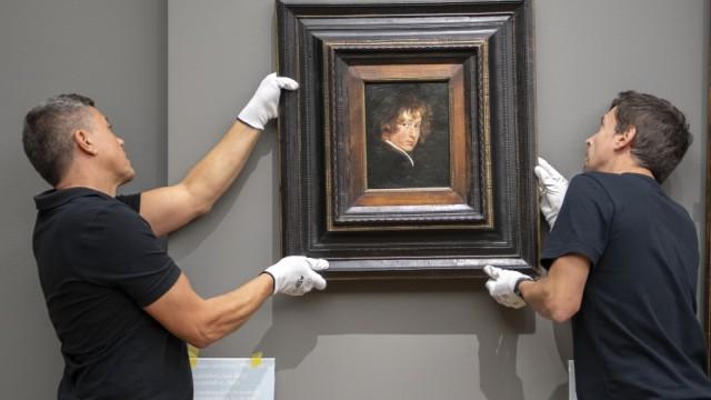 Kunst wird mit Glacéhandschuhen angefasst in den Museen Münchens.