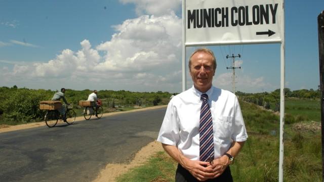 Hep Monatzeder zur Einweihung der Munich Colony bei Batticaloa, 2005