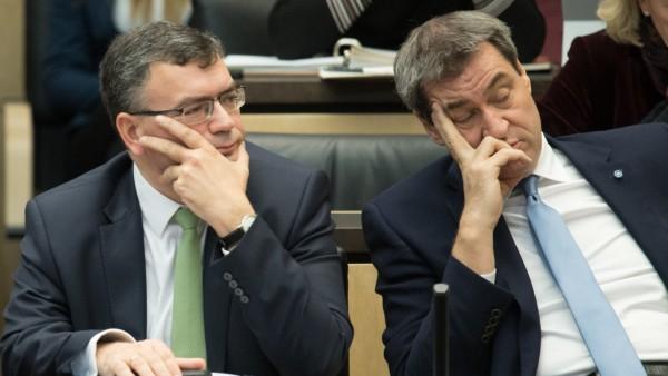 Staatskanzleichef Florian Herrmann und Ministerpräsident Markus Söder während einer Sitzung des Bundesrats in Berlin.