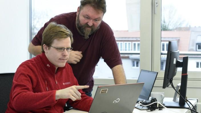 Michael Opitz (links) und Jürgen Schuch arbeiten als Programmierer bei Auticon.