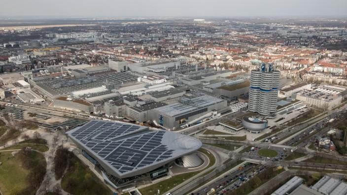 Das BMW-Gelände aufgenommen vom nahen Olympiaturm aus.
