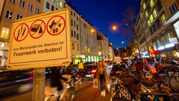 Zwischen Marienplatz und Stachus ist das Böllern auch diesmal verboten, und zwar in der Silvesternacht zwischen 21 Uhr und zwei Uhr.
