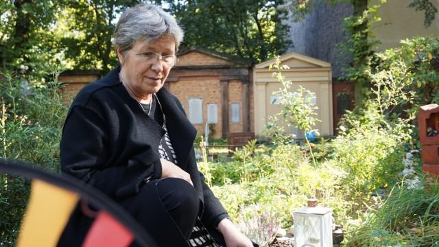 Clarissa Schwarz, Hebamme und Kinderbestatterin