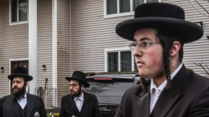 Five Injured In Stabbing Attack At Rabbi's Home During Hanukkah Party