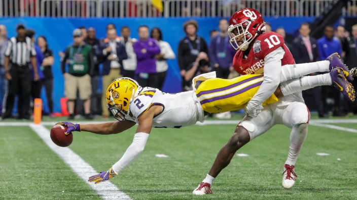 Sport Bilder des Tages December 28, 2019: LSU s Justin Jefferson (2) reaches out to score his first touchdown of the day