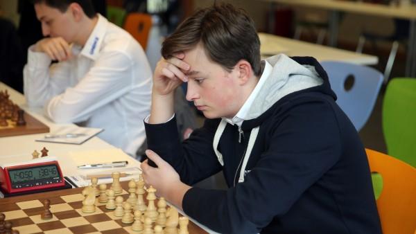 Schach Bundesliga Deutschland, Deizisau, 24.11.2019, Schach, Bundesliga: Vincent Keymer (SF Deizisau). *** Schach Bundes; Vincent Keymer