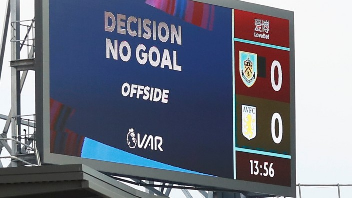 Premier League - Burnley v Aston Villa