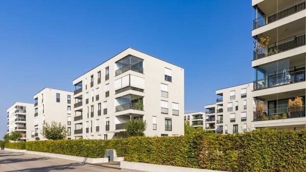 Deutschland, Baden-Württemberg, Ostfildern, bei Stuttgart, Neubaugebiet, Neubau, moderne Mehrfamilienhäuser, Wohnhaus,