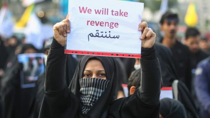 USA und Iran: In Iran fordert eine Teilnehmerin Vergeltung.