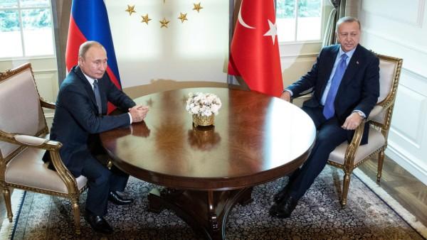 Wladimir Putin und Tayyip Erdogan 2019 in Ankara