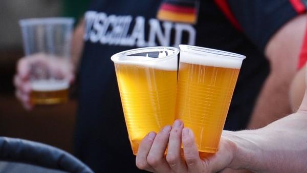World Cup 2014 - Public Viewing mit Soldaten