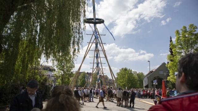 1. Mai - Maibaumaufstellen Olching