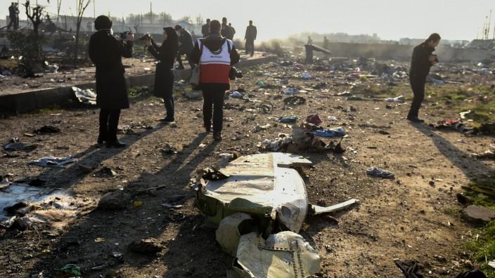 Flugzeugabsturz In Iran Was Wir Wissen Und Was Nicht Politik Sz De