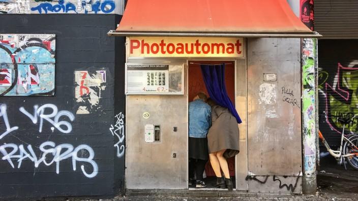Fotoautomat am Kottbusser Tor im Berliner Stadtteil Kreuzberg Photoautomat