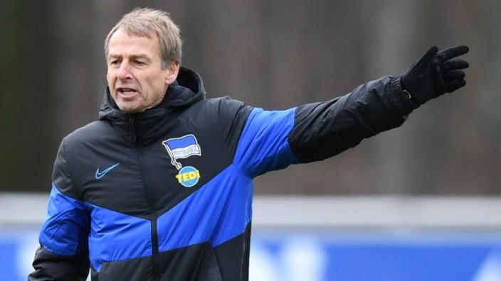 Fussball, Herren, Saison 2019/2020, 1. Bundesliga, Hertha BSC, Training, Trainer Jürgen Klinsmann (Hertha BSC), 30.12. 2; KLinsmann
