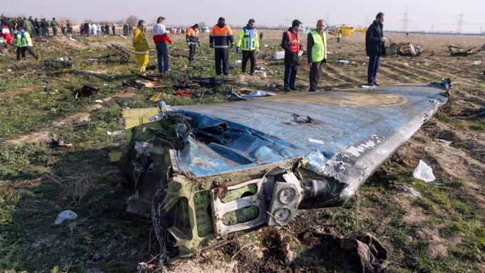 Abschuss von Flug PS752: Ein Flügel der abgestürzten Maschine nahe Teheran.