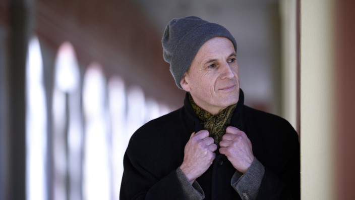 """Literatur: Die """"Bereitschaft, mit jedem Schritt in etwas Unfassbares hineinzugehen"""", prägt nicht nur die Spaziergänge Simon Werles."""