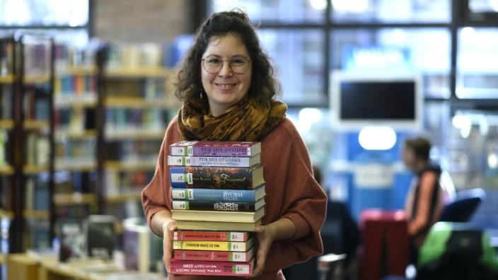 Freizeit in München: Gasteig-Bibliothekarin Birgit Wimmer lobt die entspannte Atmosphäre am Samstag.
