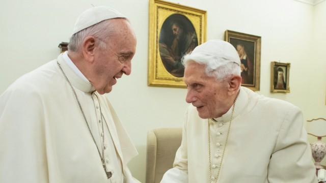 Papst Franziskus, Benedikt XVI., Zölibat