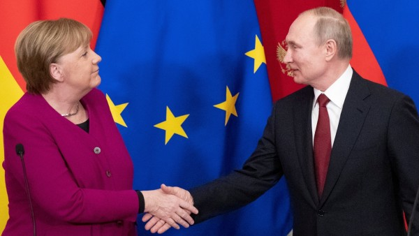 Russian President Putin and German Chancellor Merkel hold a joint news conference in Moscow