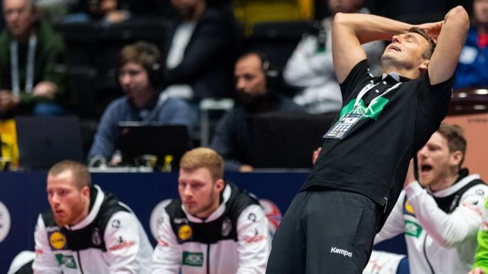 Handball-EM: Trainer Prokop beim Spiel Lettland gegen Deutschland
