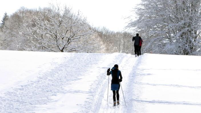 Betrieb auf der Tutzinger Loipe; Wintersport im Fünfseenland