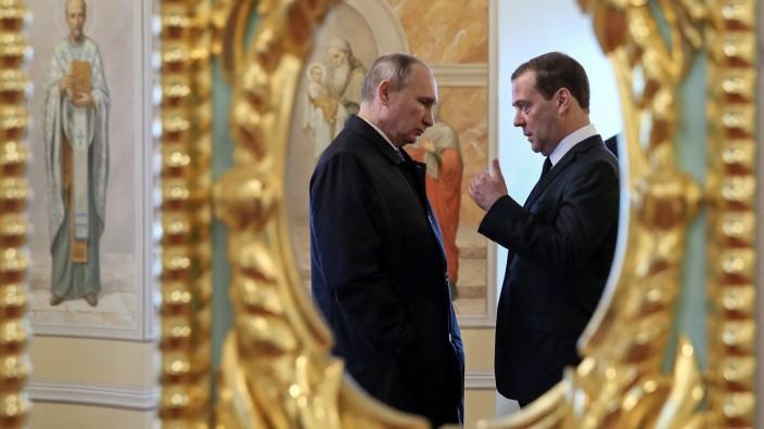 Russland: Präsident Putin und Dmitrij Medwedjew in Moskau