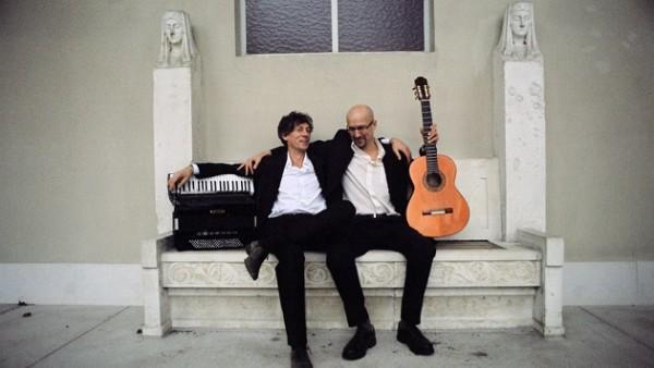 """Das """"Duo Frangipani"""" aus Clemens Wagner (Gitarre) und Reinhard Roller (Akkordeon)"""