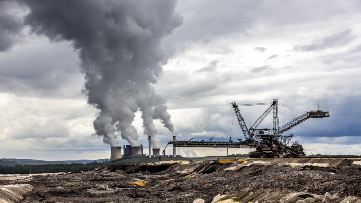 RWE Power Braunkohlekraftwerk Weisweiler bei Eschweiler am Braunkohle Tagebau Inden Braunkohlengro