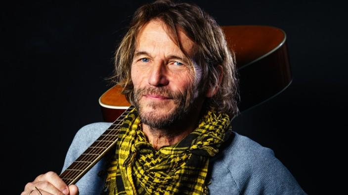 Hans Söllner Liedermacher mit Gitarre