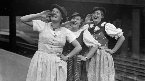 Peasant girls who delighted the king at Kitzbuhal arrive in London Three peasant girls whose singi