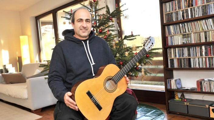 SZ Adventskalender, Jona Velte spendet Gitarre
