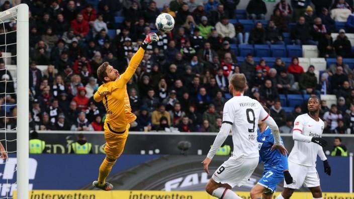 18.01.2020, xtvx, Fussball 1.Bundesliga, TSG 1899 Hoffenheim - Eintracht Frankfurt emspor, v.l. Torwart Kevin Trapp (Ei