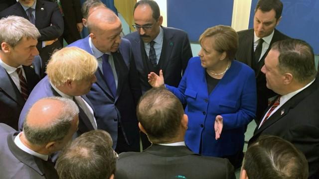 Libyen-Konferenz: Kanzlerin Merkel spricht mit Teilnehmern in Berlin