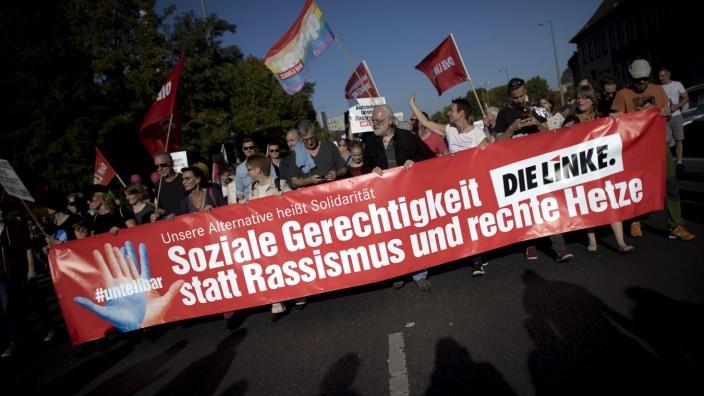 unteilbar Demo, Die Linke - Protest March For An Open Society DEU, Deutschland, Germany, Berlin, 13.10.2018 Demonstrant