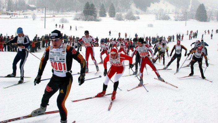 Teilnehmer beim König-Ludwig-Lauf - Deutschlands größtes Skilanglauf-Event wurde 2020 aus Schneemangel abgesagt.